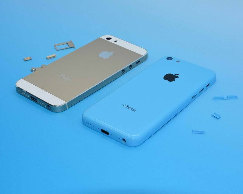 iPhone 5S and iPhone 5C shown in the photo next to each other
